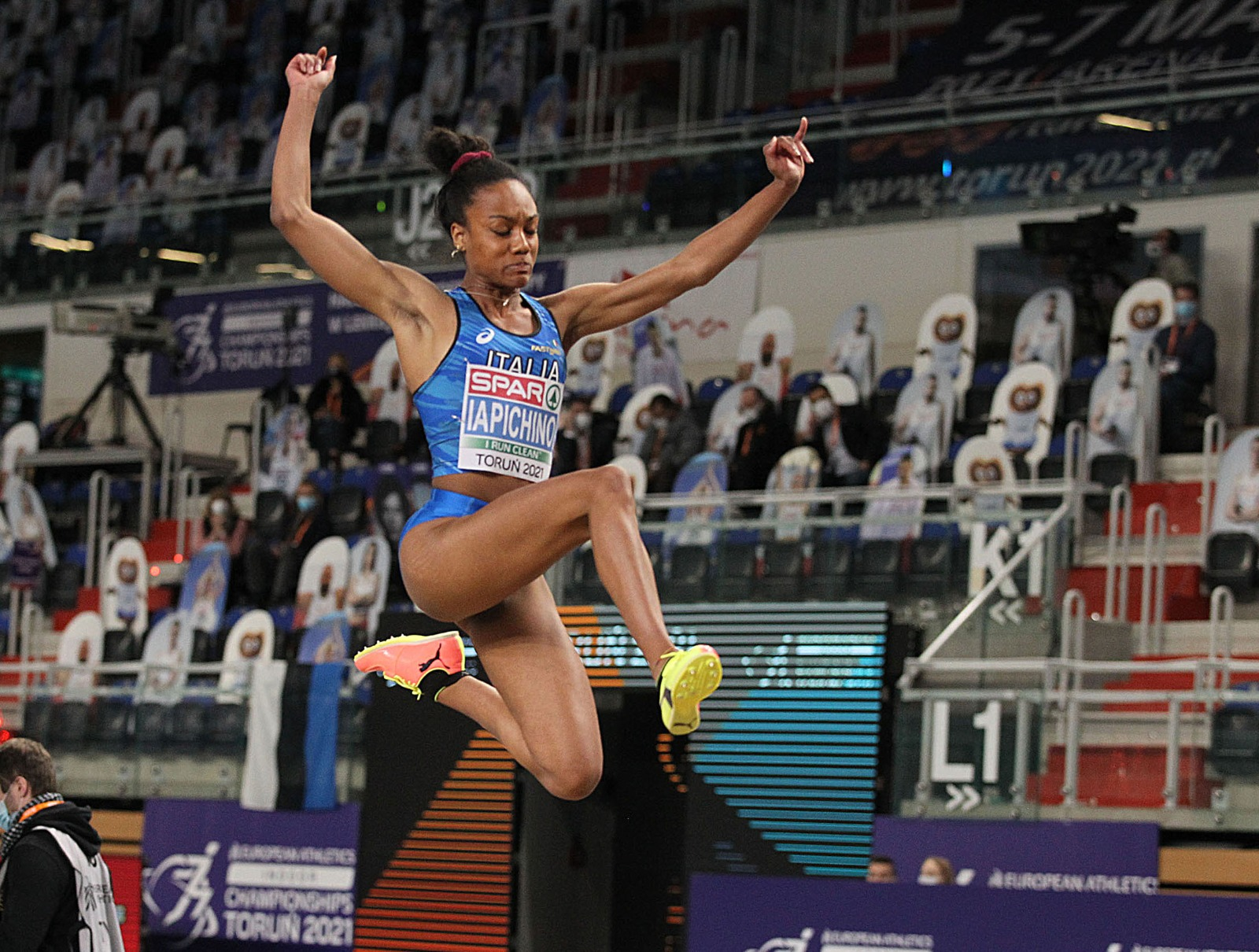 EuroIndoor Torun:BIG Q with 6.70 and see you tomorrow 💙